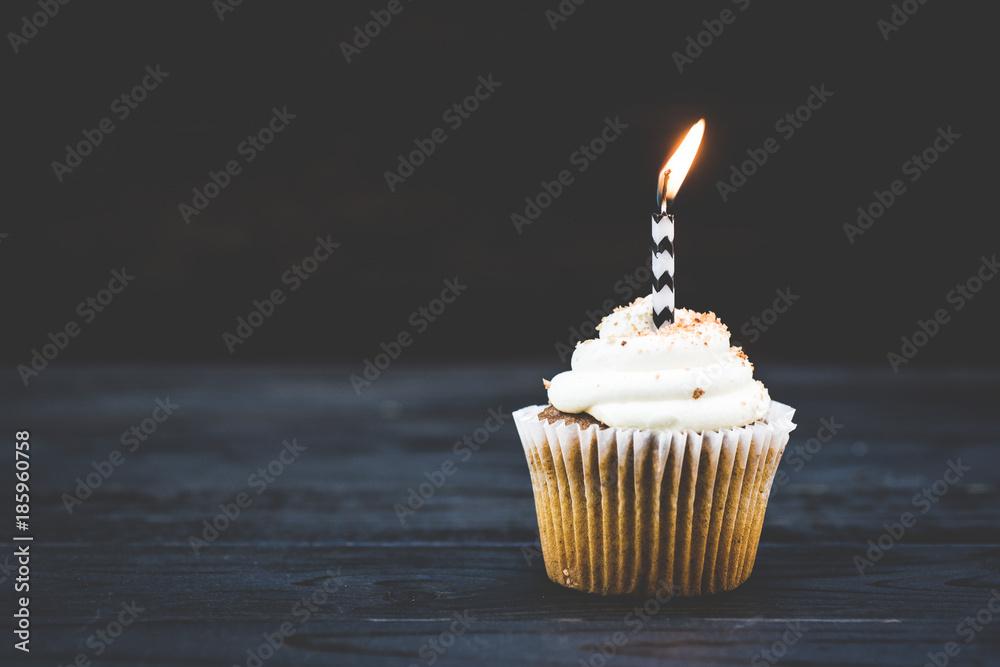 Photo  Single Cupcake on a dark background