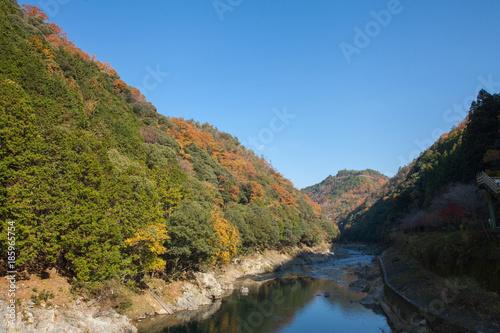 Papiers peints Alpes Top view of Hozu-gawa river from Torokko Hodukyo station in Arashiyama ,Kyoto ,Autumn season