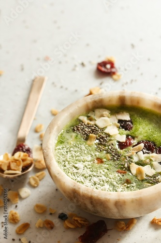 Green smoothie bowl / Healthy breakfast concept Canvas-taulu