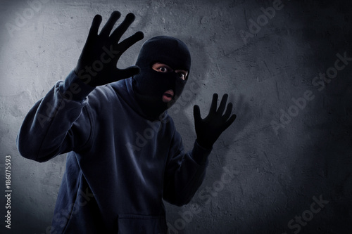 Fotomural  Masked thief caught