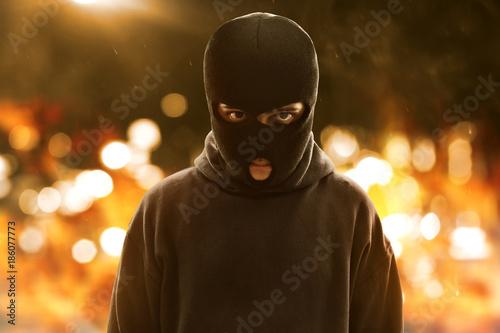 Photo  Terrorist wearing a mask