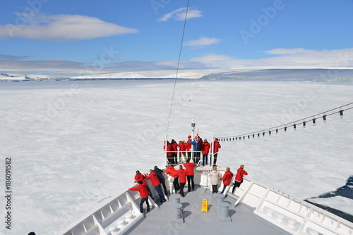 Tuinposter Antarctica Cruise ship in the ice