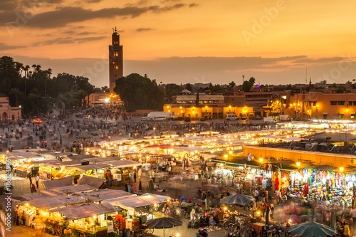 Papiers peints Maroc Jamaa el Fna market square, Marrakesh, Morocco, north Africa. Jemaa el-Fnaa, Djema el-Fna or Djemaa el-Fnaa is a famous square and market place in Marrakesh's medina quarter.