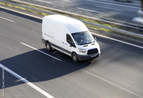 Valokuva White delivery van blurred motion