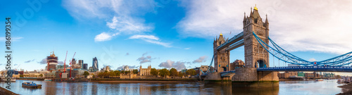 Fototapeta London cityscape panorama with River Thames Tower Bridge and Tower of London in the morning light obraz