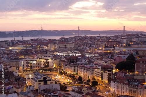 Lissabon Stadtansicht Panorama bei Sonnenuntergang © wsf-f