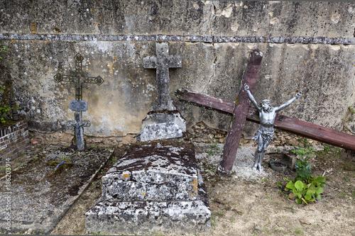 Photo Tombes abandonnées dans un cimetière