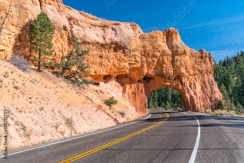 Fotografija Red Canyon Tunnel along scenic route 12 in Utah