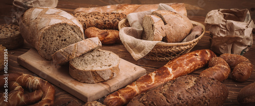 Ingelijste posters Bakkerij Various baked breads and rolls on rustic wooden table