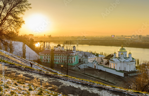 Tuinposter China beautiful aerial view of the Oka river and the Annunciation monastery in Nizhny Novgorod city centre, sunset view
