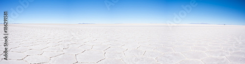 Foto auf AluDibond Durre Uyuni Salt Flat panoramic view, world famous travel destination in the Andes, Bolivia, South America.