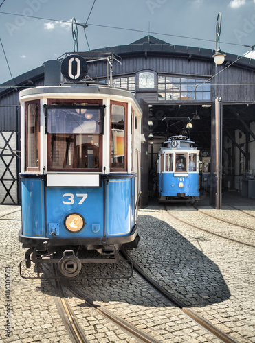Spoed Foto op Canvas Krakau old vintage blue tram