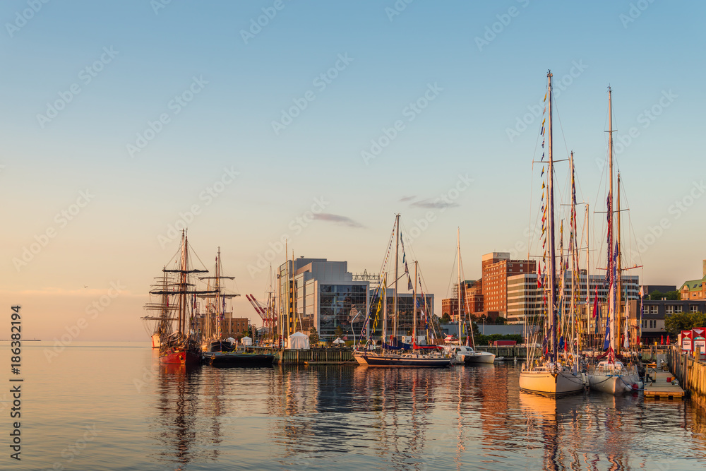 Fototapety, obrazy: Halifax in the Early Morning