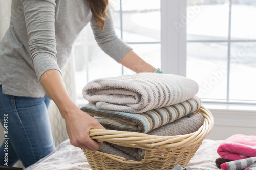 Woman washing clothes doing laundry Canvas-taulu