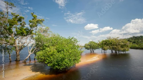 Fotografija  Beach in the middle of Rio Negro, Brazil Time Lapse