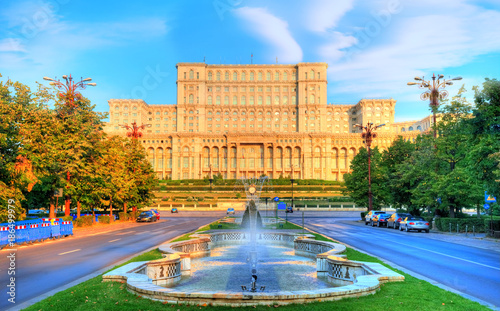 Photo Stands Eastern Europe One of the famous and biggest building in the world Palace of Parliament illuminated by sunrise in Bucharest, capital of Romania in Eastern Europe