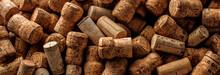 Wein Und Champagner Korken Auf Dunkelem Hintergrund (Wein Konzept)