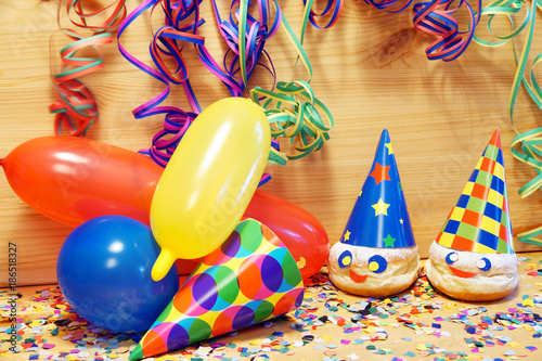 Poster Carnaval Carnival, Karneval, Fasching, Fastnacht, Kindergeburtstag, Luftballons, Luftschlangen, Faschingskrapfen, Konfetti, Textraum, copy space