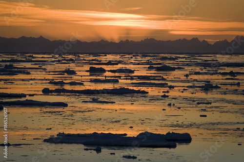 Poster Poolcirkel Midnight Sun - Spitsbergen in the High Arctic