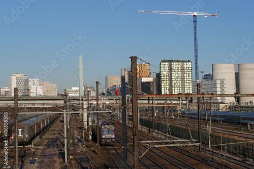 Fototapeta Voies ferrées en banlieue parisienne  obraz na płótnie