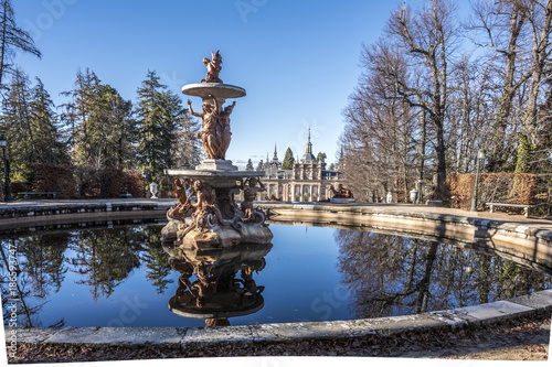 Fotobehang Fontaine Fountains and groves in the gardens of the royal palace La Granja