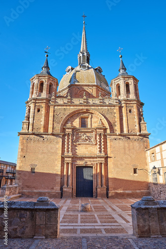 Vista de la Fachada Sur de la Iglesia del Cristo del Valle, en el pueblo de San Carlos del Valle, Ciudad Real, España