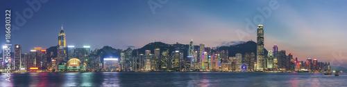 Photo sur Toile Hong-Kong Panorama of Victoria Harbor in Hong Kong at dusk
