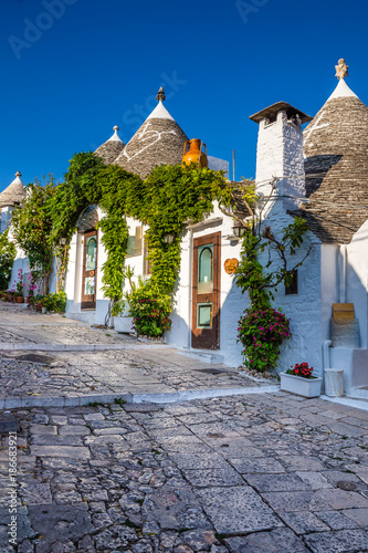 Alberobello With Trulli Houses - Apulia, Italy Canvas Print