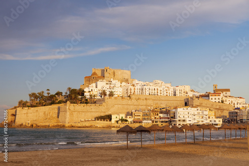 Spain, Valencian Community, Peniscola, Waterfront town on hill with sea and beach in foreground