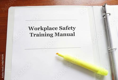 Fotografía  Workplace Safety Training Manual