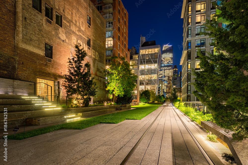 Fototapety, obrazy: The High Line promenade (Highline) illuminated at night in Summer. Chelsea, Manhattan, New York City
