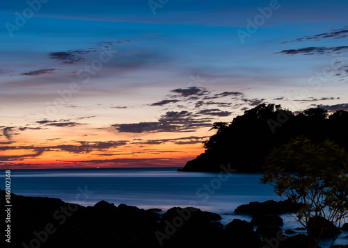 Photographie  long exposure shot of sun set in twilight period with silhouette foreground and