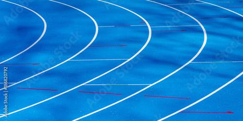 Poster Voies ferrées blaue Tartanbahn im Leichtathletikstadion
