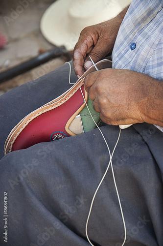 Deurstickers Tunesië shoe repair in Tunisia