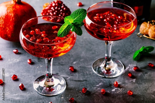 Photo  red cocktail with champagne and pomegranate seeds