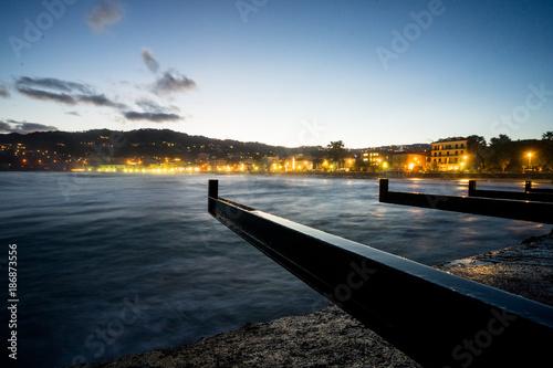 Keuken foto achterwand Liguria Diano Marina, Liguria. Panorama notturno sulla spiaggia