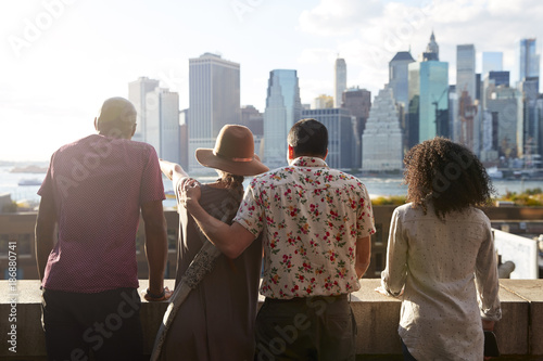 Photo  Rear View Of Tourists Looking At Manhattan Skyline