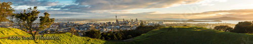 Montage in der Fensternische Neuseeland Panoramic view of Auckland city from Mt Eden Summit