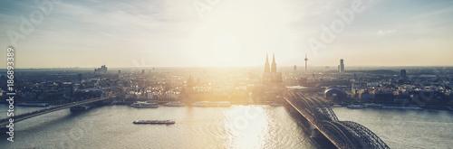 Fotografía  Cologne Skyline panorama at dusk