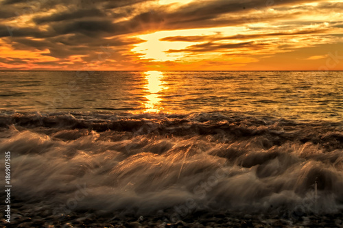 Spoed Foto op Canvas Zee zonsondergang sunset and clouds on the sea storm
