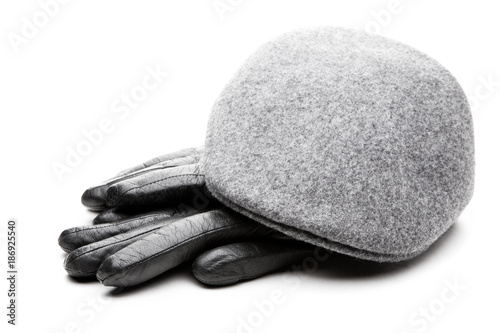 Photo Tweed grey cap black leather gloves white background