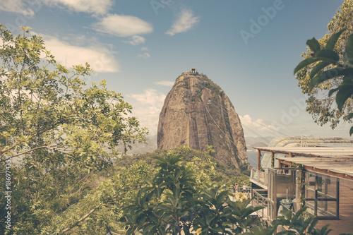Brazil, Rio de Janeiro, view to Sugarloaf Mountain with ropeway station on Morro da Urca