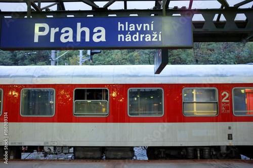 Plakat Międzynarodowy nocny pociąg na Dworcu Głównym w Pradze