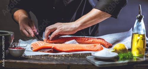 Chef Koch Lachs zubereitung