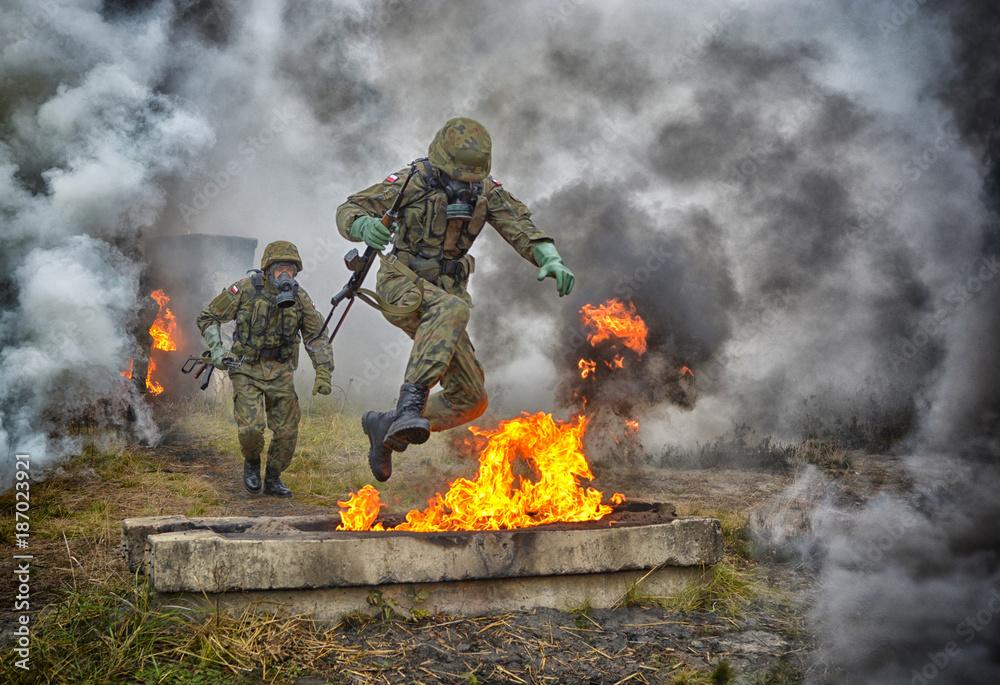 Fototapeta wojsko, armia, ćwiczenia wojskowe, napalm, NSR, Narodowe Siły Rezerwy, poligon, wojna, wojsko polskie, ogień, atak,