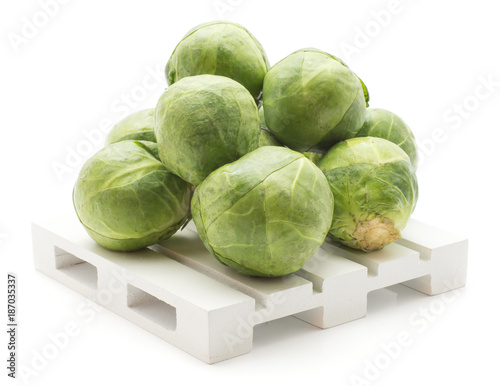 Papiers peints Bruxelles Fresh Brussel sprout stack on a pallet isolated on white background raw.