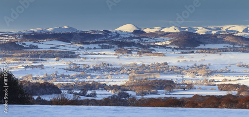 Foto op Aluminium Arctica Panoramic view over Hilly British Countryside in Snow