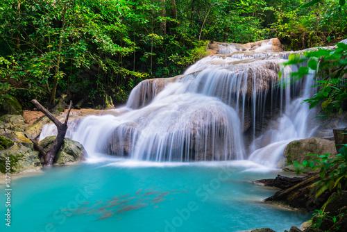 Montage in der Fensternische Wasserfalle Waterfall at Erawan National Park, Thailand