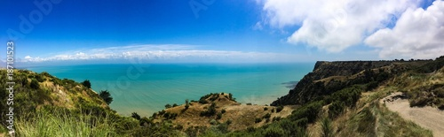 Limestone cliffs near Cape Kidnappers Golf course, with views of South Pacific O Wallpaper Mural