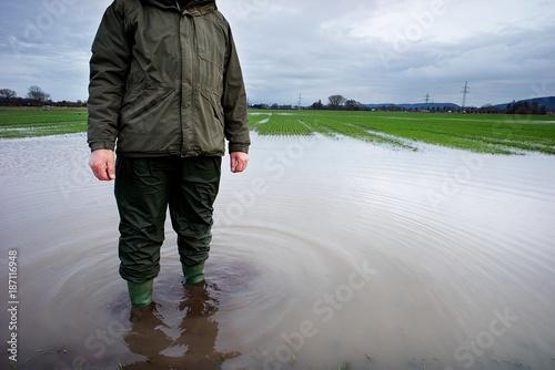 Plakat Powódź powoduje ogromne szkody dla rolników